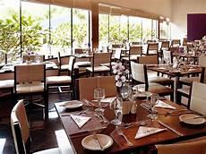 Mendekorasi Interior Ruangan Restoran Yang Kecil