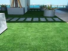 gazon synthétique pour balcon balcon terrasse gazon synth 233 tique et pelouse artificielle