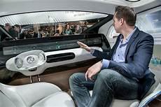 autos für große menschen sieht so die zukunft des autonomen fahrens aus kleines