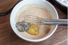 fettarme und vegane vollkorn waffeln mit chia samen als ei