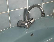 joint de robinet robinet joint du col de cygne poign 233 e de robinets mitigeur bricolage outillage en vid 233 o gratuite