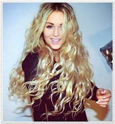 mode germany frisuren lange lockige haare 2015