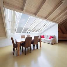 Große Wohnzimmer Le - kleiner dachboden versorgt wohnzimmer stockbild bild