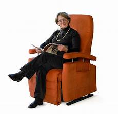 sessel sitzen entspanntes sitzen in einem passenden sessel oder sofa