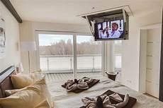 fernseher im schlafzimmer das penthouse chelsea ostsee ferienwohnungen