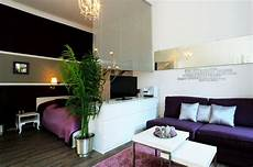 wohn und schlafraum in einem studio apartment like the division of quot bedroom quot and