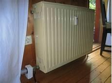 heizkörper nur oben warm warum ist heizk 246 rper thermostat unten am heizk 246 rper