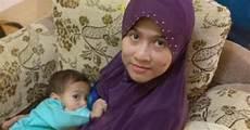 Kerudung Segi Empat Yang Aman Untuk Ibu Menyusui