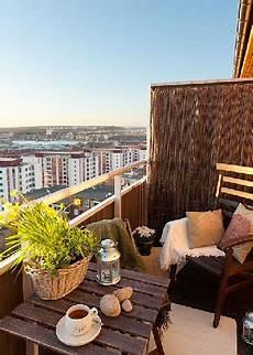 mobilier de balcon balcon d 233 co nature avec claustra et mobilier bois
