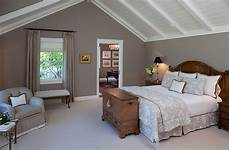 paint ideas for bedrooms with slanted ceilings how to decorate rooms with slanted ceiling design ideas