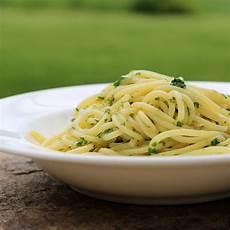Spaghetti Aglio E Olio - spaghetti aglio e olio recipe popsugar food