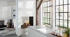 raumteiler küche wohnzimmer kamin als raumteiler fensterfront k 252 che teppich