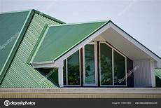 toit plat en tole la maison avec des fen 234 tres en pvc et un toit de t 244 le