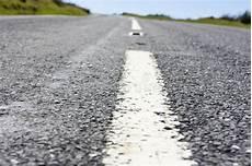 fermez vous de la ligne blanche de centre d une route