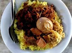 Nyobain Nasi Kuning Riburane Makassar Indonesia