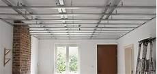 Comment Faire Un Plafond Suspendu Poser Du Placo Au Plafond