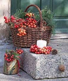 deko ideen mit körben dekorieren mit zier 228 pfeln autumn decoration and primitives