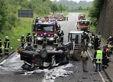 schwerer unfall legt b 41 bei neunkirchen lahm