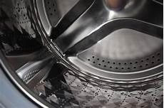 schimmel in waschmaschine entfernen reinigen wenn s riecht
