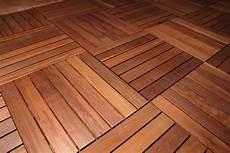 mattonelle terrazzo pavimenti in legno per terrazzi e balconi listoni e
