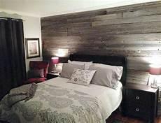 Mur Avec Planches De Grange Deco Chambre A Coucher Id 233 E
