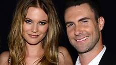 Adam Levine Frau - adam levine delivers sweet serenade to for