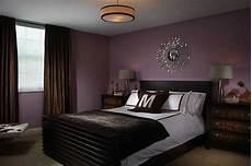 lila schlafzimmer lila schlafzimmer kamin mit bildern schlafzimmer