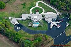 la casa di travolta la exclusiva casa travolta con aeropuerto privado