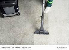 teppichreinigung selber machen teppichboden reinigen selber machen oder einen profi