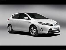 toyota auris hybrid 2013 car picture 07 of 24