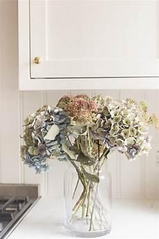 getrocknete hortensien dekorieren how to decorate with dried flower arrangements