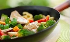 cucinare con il wok ricette cucinare con il wok le 5 ricette facili leitv