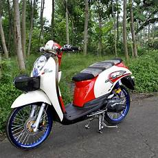Modifikasi Scoopy Karbu by Contoh Modifikasi Motor Scoopy Ala Ala Thailook Style