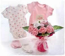 cadeau pour une naissance fille cadeau de naissance bouquet de layette pour f 233 liciter