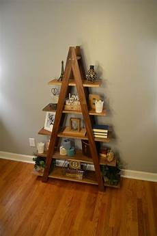treppe als regal cascade ladder book shelf diy home decor projects decor