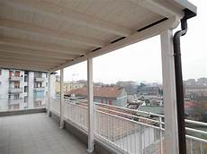 tettoia terrazzo tettoia in legno per eterno su balcone finitura bianco