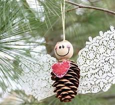 basteln weihnachten erwachsene basteln mit kiefernzapfen anleitungen f 252 r kinder und