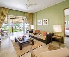 accent color for light green room design vine