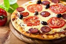 les recettes de pizza italienne pizza au chorizo maison garniture et ingr 233 dients