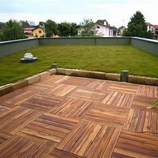 pavimenti in legno da giardino stock pavimentazione in legno per esterni listoplate