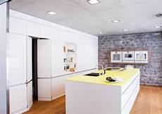 küche mit versteckter speisekammer showroom k s kowatzki schwarzkopf gbr germany