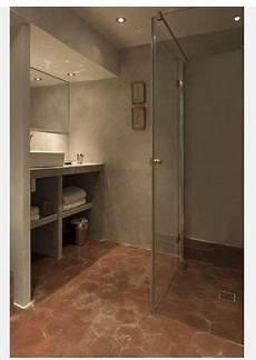 salle de bain beton 68851 salle de bain b 233 ton et tomettes deco appart en 2019