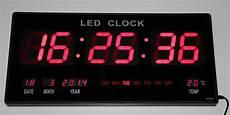 grosse rot led digital wanduhr mit datum temperatur
