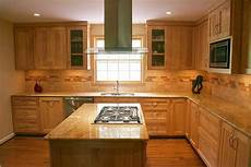 kitchen backsplash ideas with maple cabinets maple