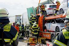 Unfall A8 Gestern - unfall a8 bei wendlingen lkw kracht in stau mehrere