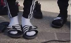 chaussette pour tong stop on arr 234 te tout la mode des claquettes chaussettes