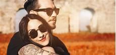 anzeichen wenn männer verliebt sind verliebte m 228 nner 4 merkmale an denen sie erkennt