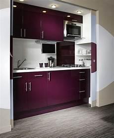 cuisine blanc beige naturel violet delinia