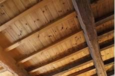 come tinteggiare il soffitto come pulire il soffitto donnad