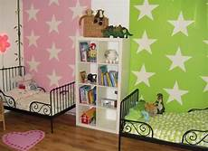 Wandfarben Ideen Kinderzimmer Geschwister Rosa Gr 252 N Sterne